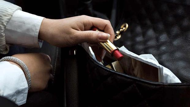 5 oggetti che non devono mancare nella borsa di ogni donna